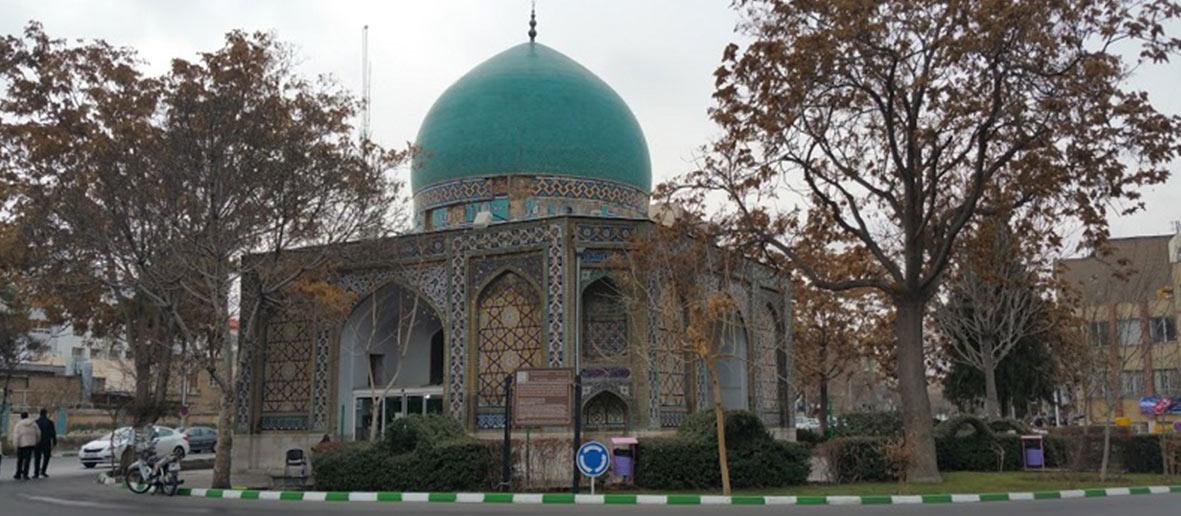نمایی از گنبد سبز مشهد
