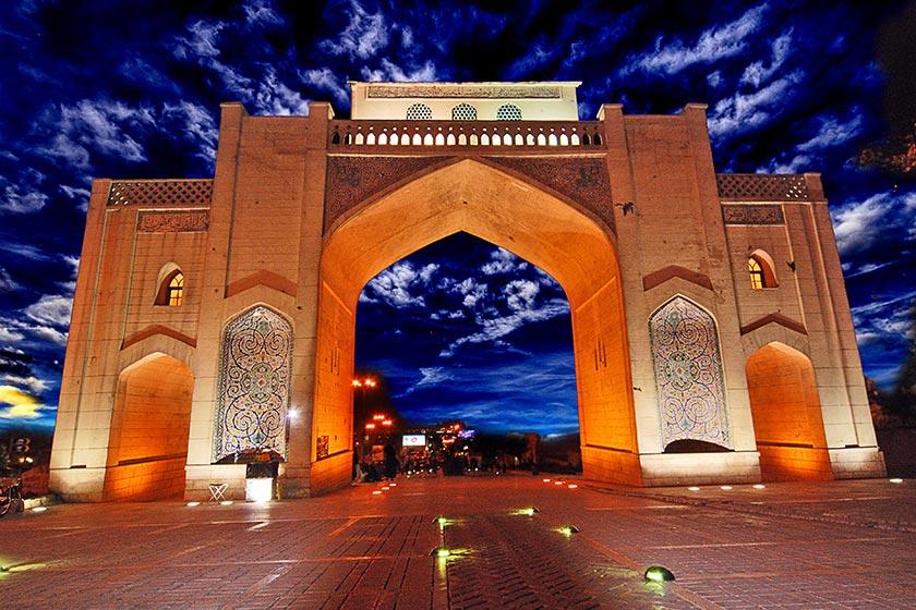 نمایی از دروازه قرآن از دیدنی های شهر شیراز