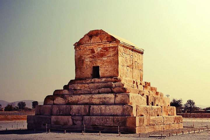 نمایی از پاسارگاد یکی از مهمترین دیدنی های شهر شیراز
