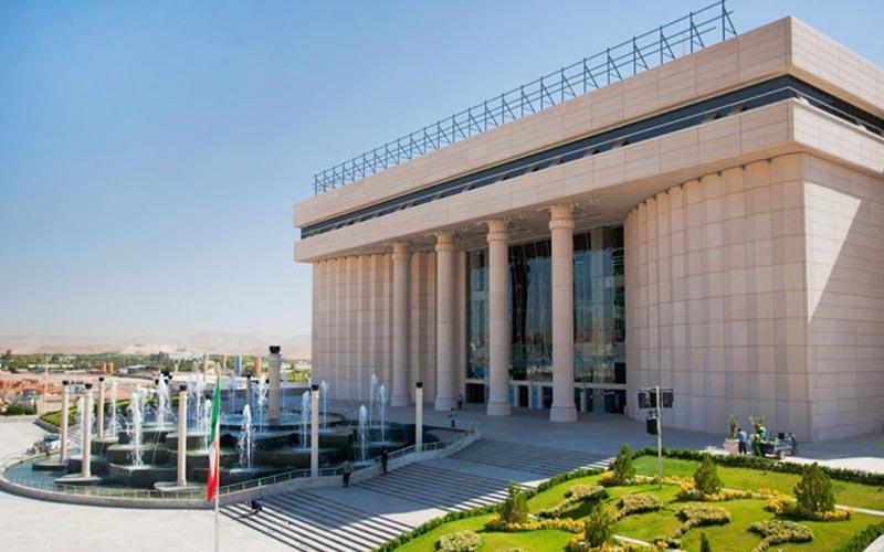 نمای خارجی از مجتمع خلیج فارس، از بهترین مراکز خرید شیراز