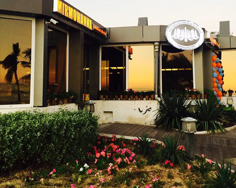 نمایی از رستوران میر مهناکه یکی از بهترین رستورانهای کیش محسوب می شود