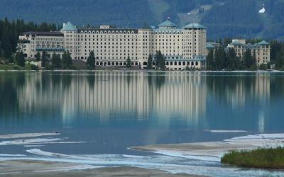 زیبایی های دریاچه لوئیس در کانادا