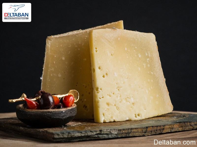 پنیر سوئیسی از جمله سوغاتی های سوئیس