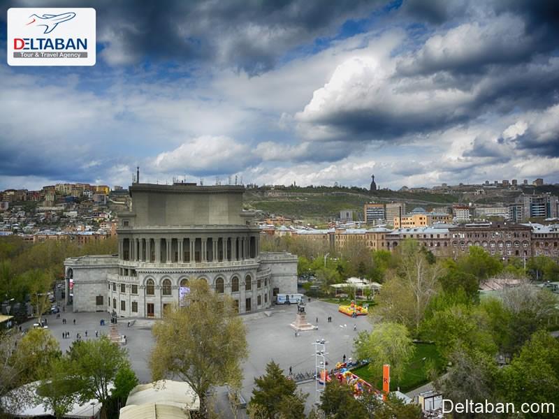 میدان آزادی و خانه اپرا از اماکن تاریخی ارمنستان