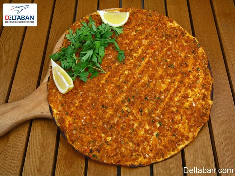 لهجمون از معروف ترین غذاهای خیابانی استانبول