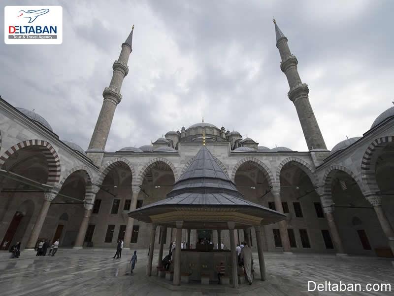 مسجد فاتح استانبول, آشنایی با مسجد فاتح استانبول با قدمتی 550 ساله
