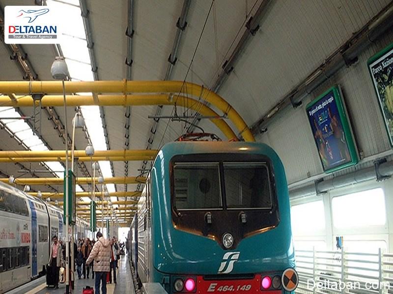 قطار محلی از سرویس های حمل و نقل فرودگاه رم