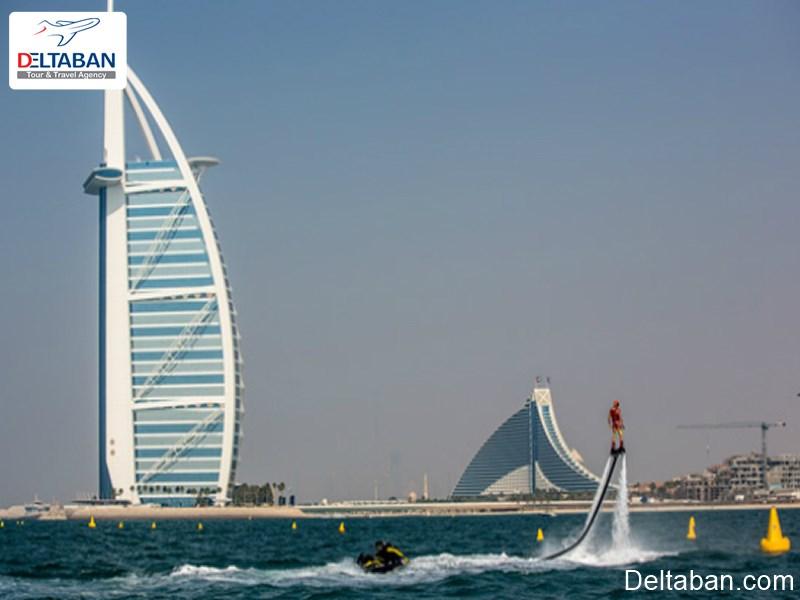 بهترین مکان ها برای تفریحات آبی در دبی؛ قایق پرنده