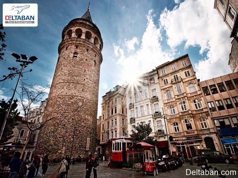 برج گالاتا در خیابان استقلال استانبول