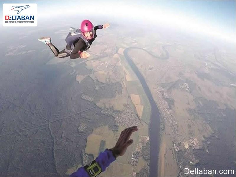 اسکای دایوینگ از تفریحات تور دبی