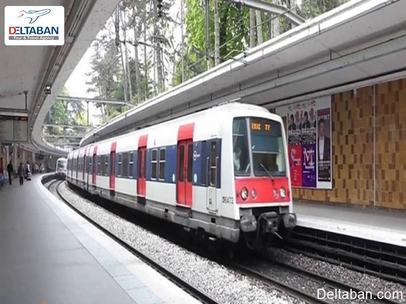 قطار RER وسیله حمل و نقل عمومی