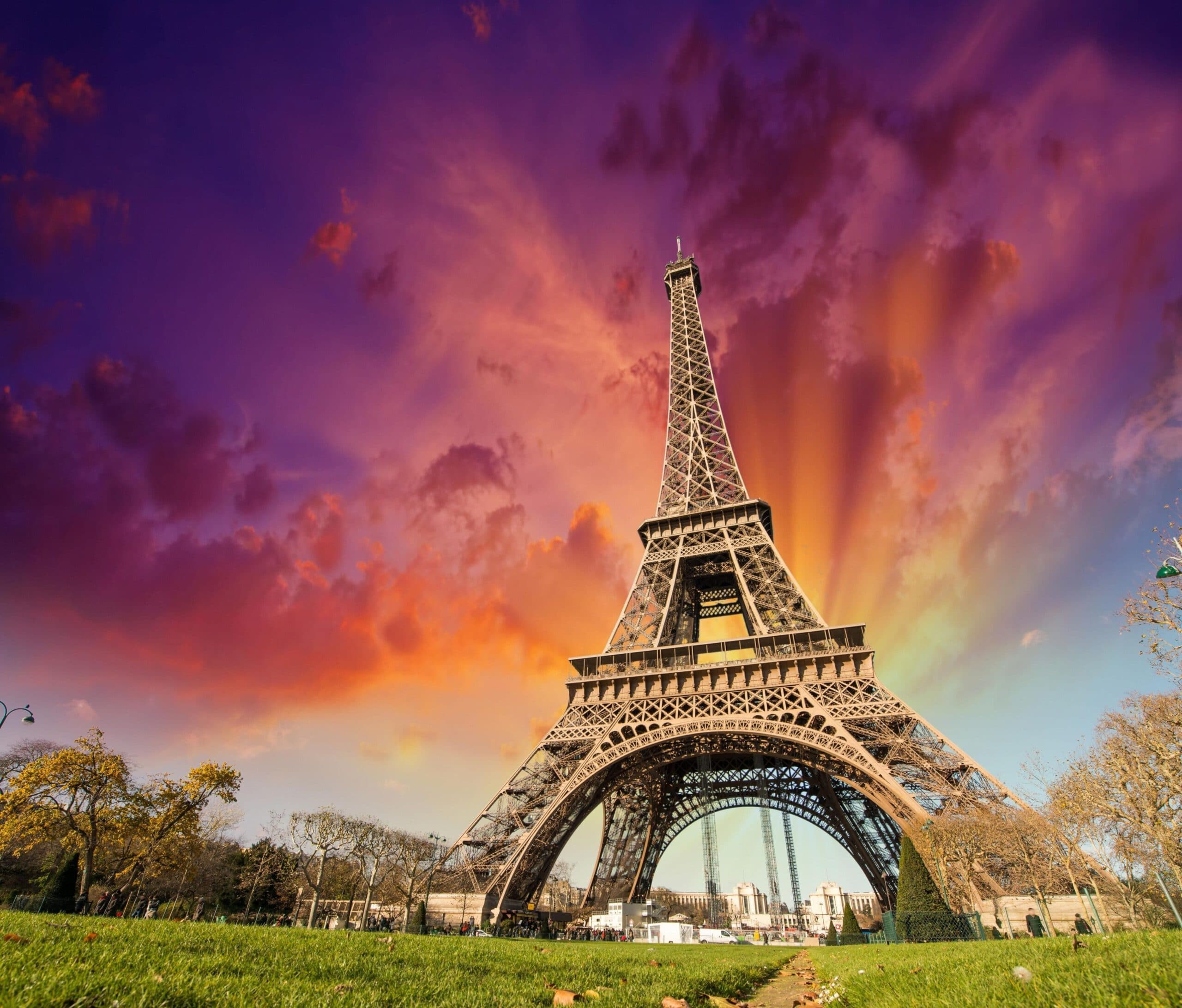 deltaban.com Eiffel tower