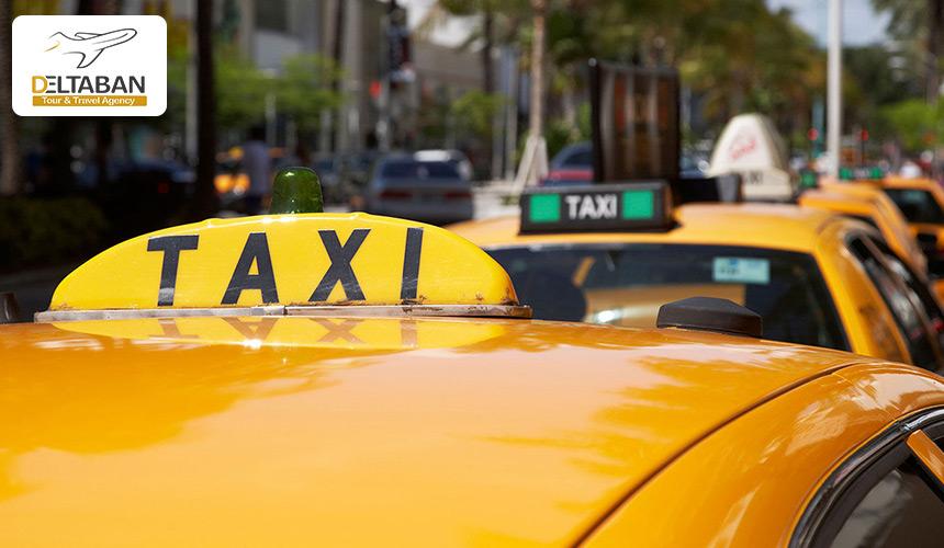 نمایی از یک تاکسی در خیابان