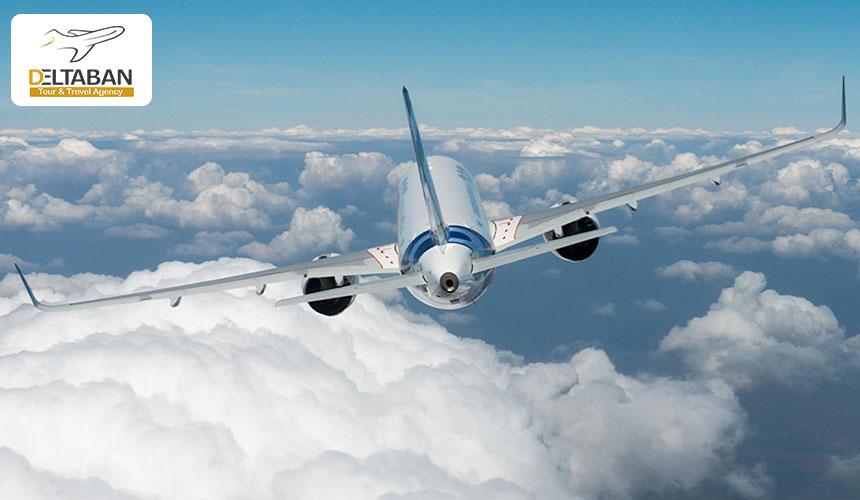 پرواز هواپیما بر فراز ابرها