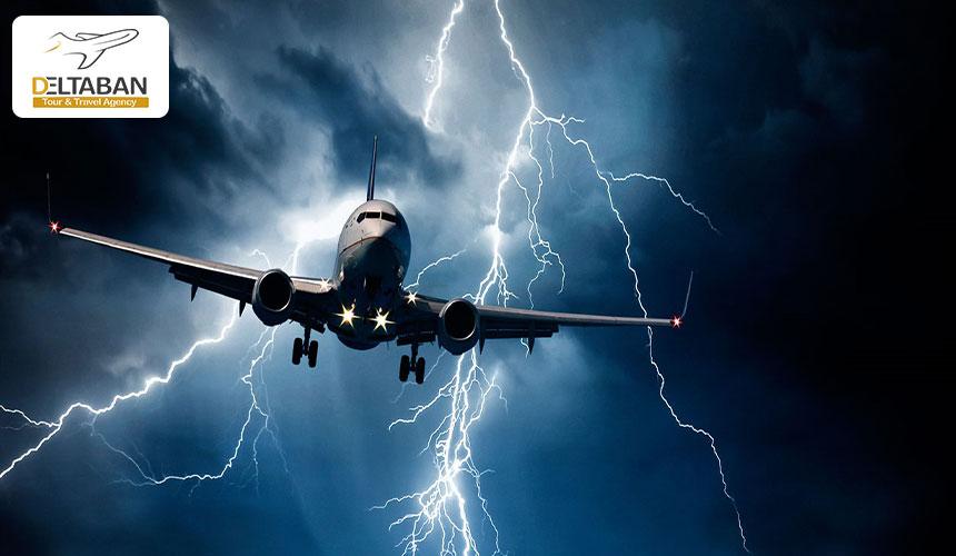 تصویری از هواپیمای گرفتار شده در چاله هوایی