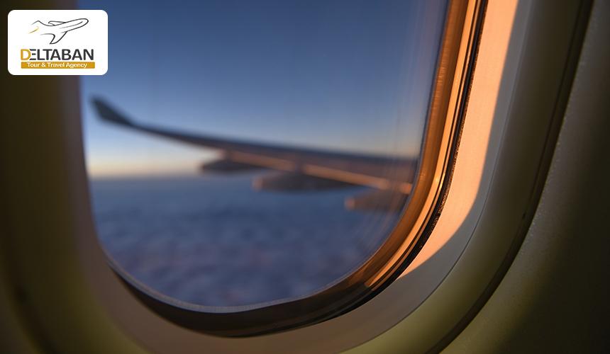 تصویری از پنجره هواپیما در حال پرواز