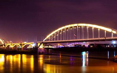 نمایی از پل زیبای اهواز