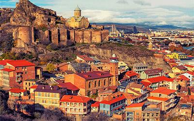 تصویری از نمای شهر قدیمی تفلیس در کشور گرجستان