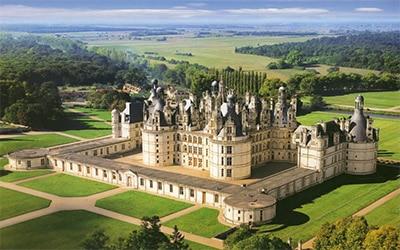 عکسی از نمای یکی از ساختمان های زیبا در فرانسه