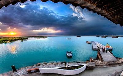 نمایی از آب های زیبای قشم