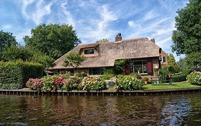 نمایی از دهکده ای زیبا در هلند