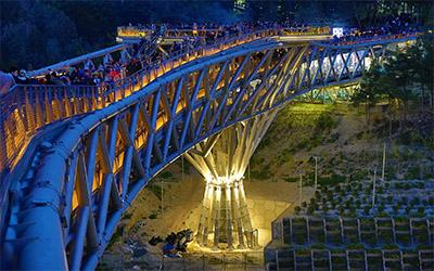 تصویری زیبا و دیدنی از پل طبیعت در شهر تهران