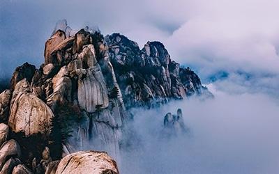 نمایی از طبیعت مه آلود کره