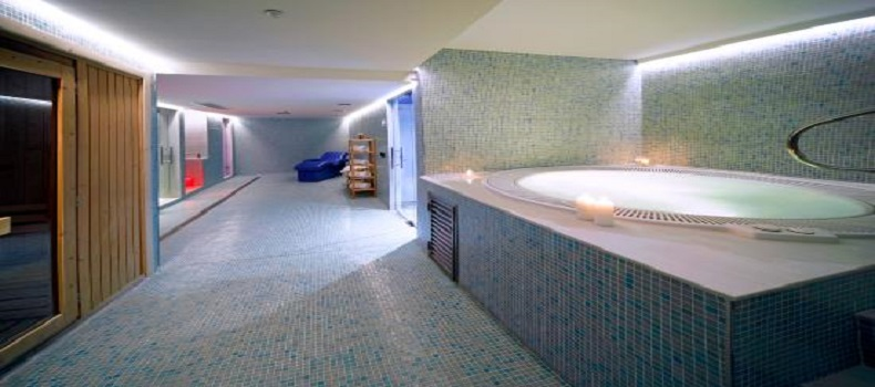 استخر AXOR Barajas Hotel Madrid