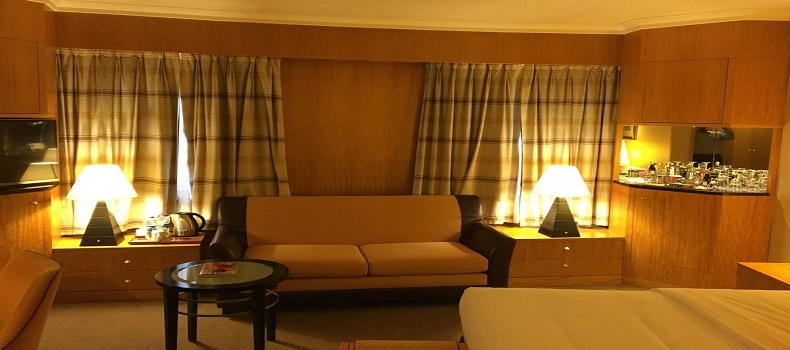 نمایی از اتاق هتل Lugal Sheraton