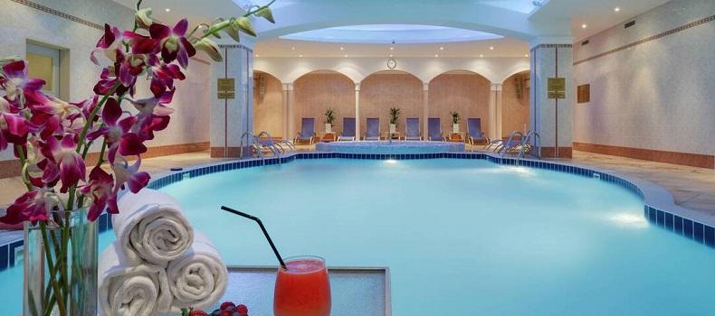 استخر هتل Marriott