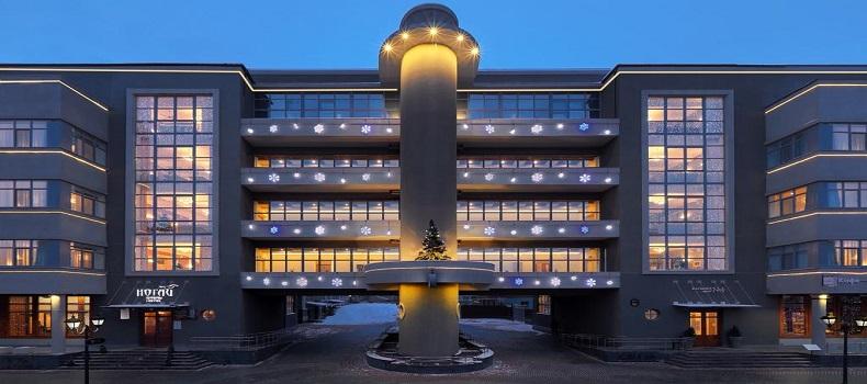 نمای بیرونی Nogai Hotel در شب