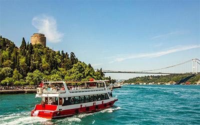 عکسی زیبا از یک کشتی در ساحل استانبول