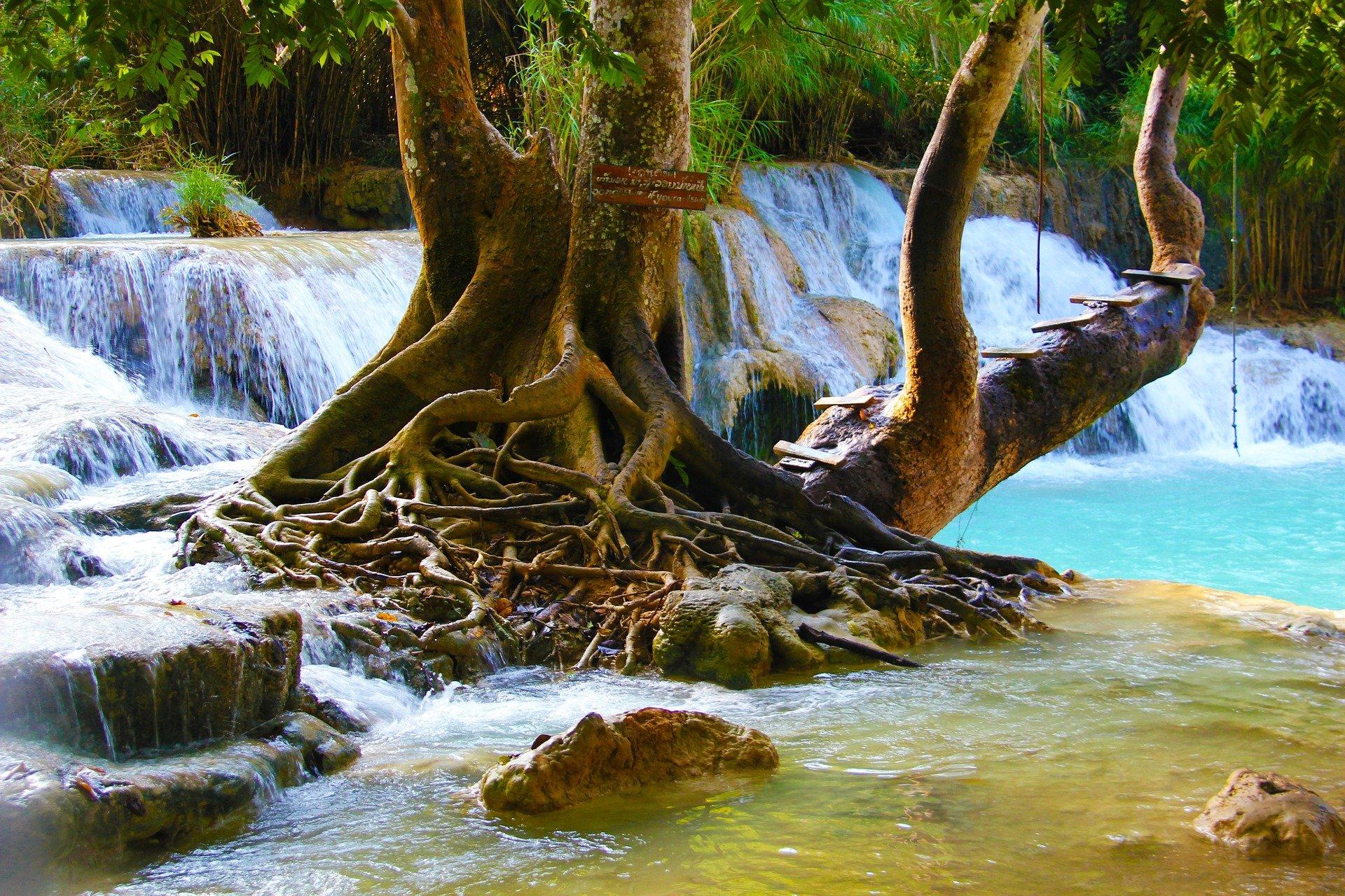 تصویری از آبشاری زیبا در تایلند