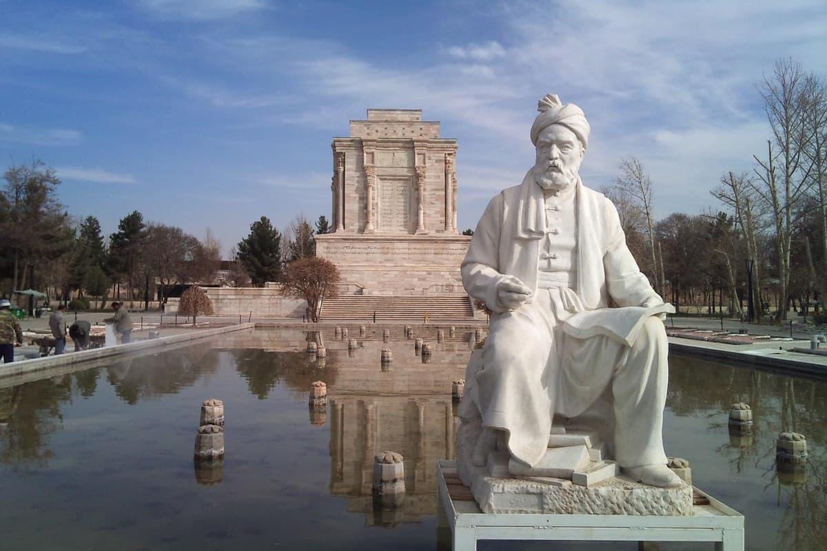 تماشای آرامگاه فردوسی در سفر به شهر مشهد