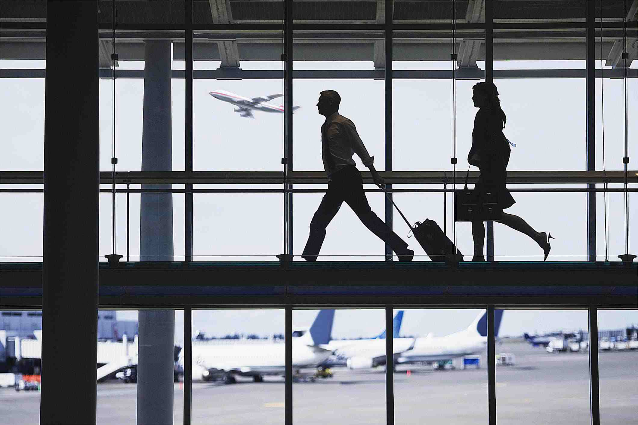 نمایی از مسافرین در فرودگاه