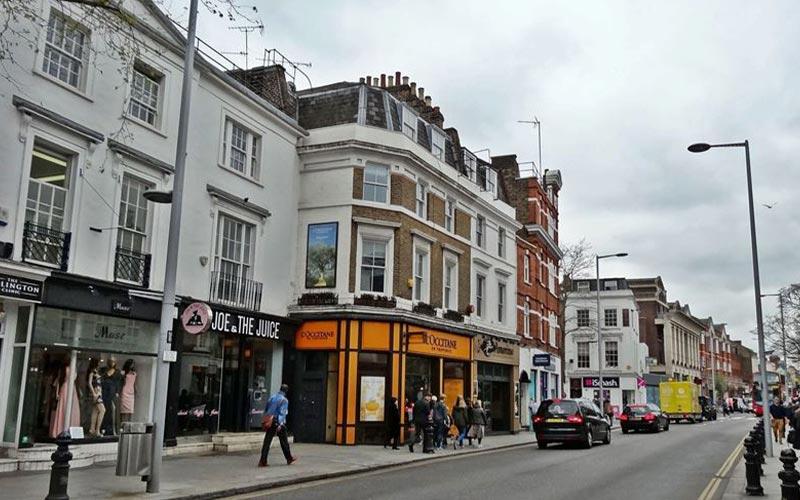 نمایی از مراکز خرید واقع در خیابان کینگز رود لندن انگلستان