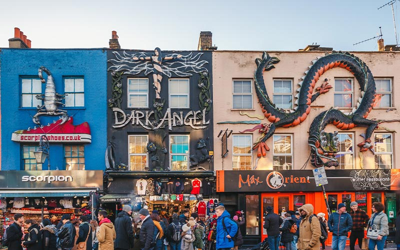 نمایی از مراکز خرید در خیابان کمدن در لندن انگلستان
