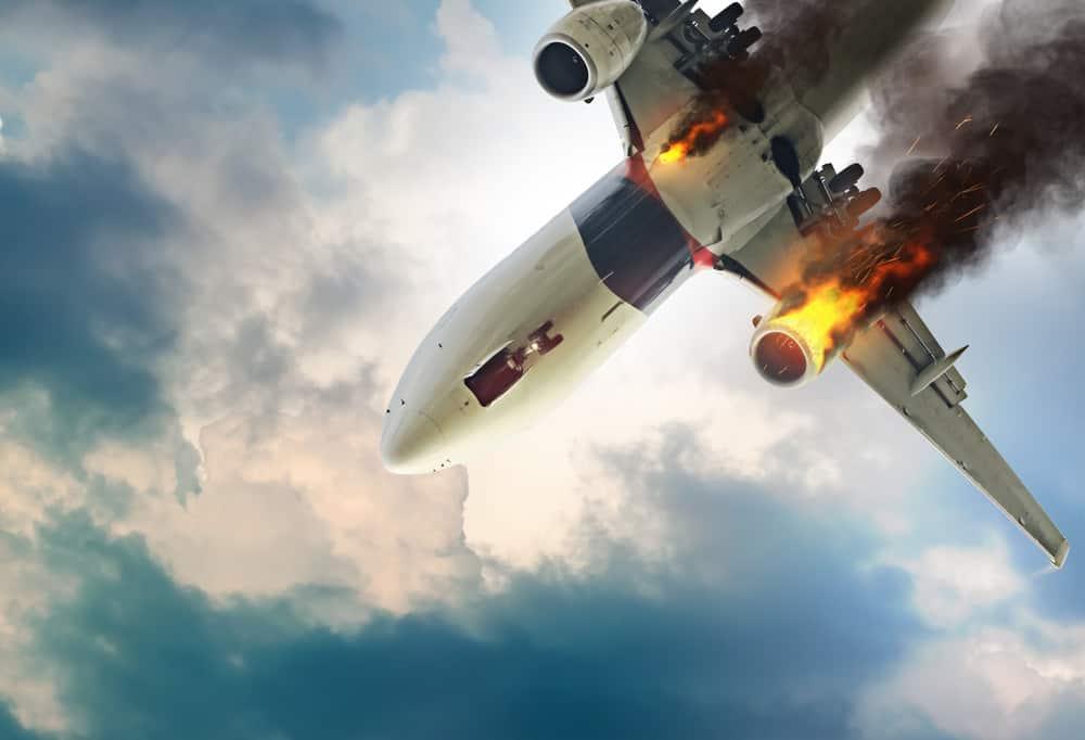 هواپیمایی در آسمان با دو موتور خراب شده