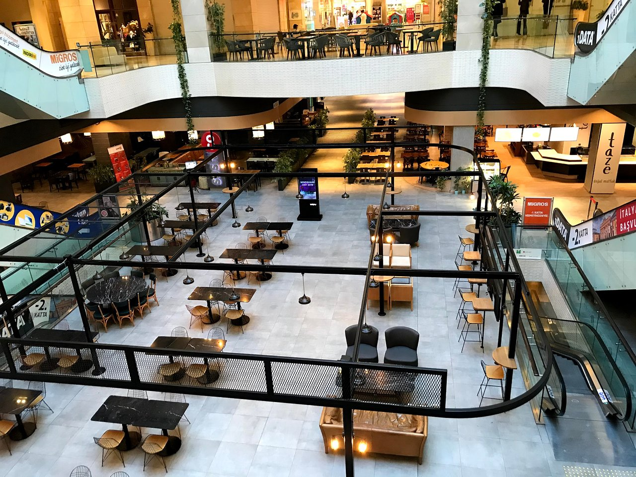 مرکز خرید آستوریا از محبوبترین مراکز خرید شیشلی استانبول