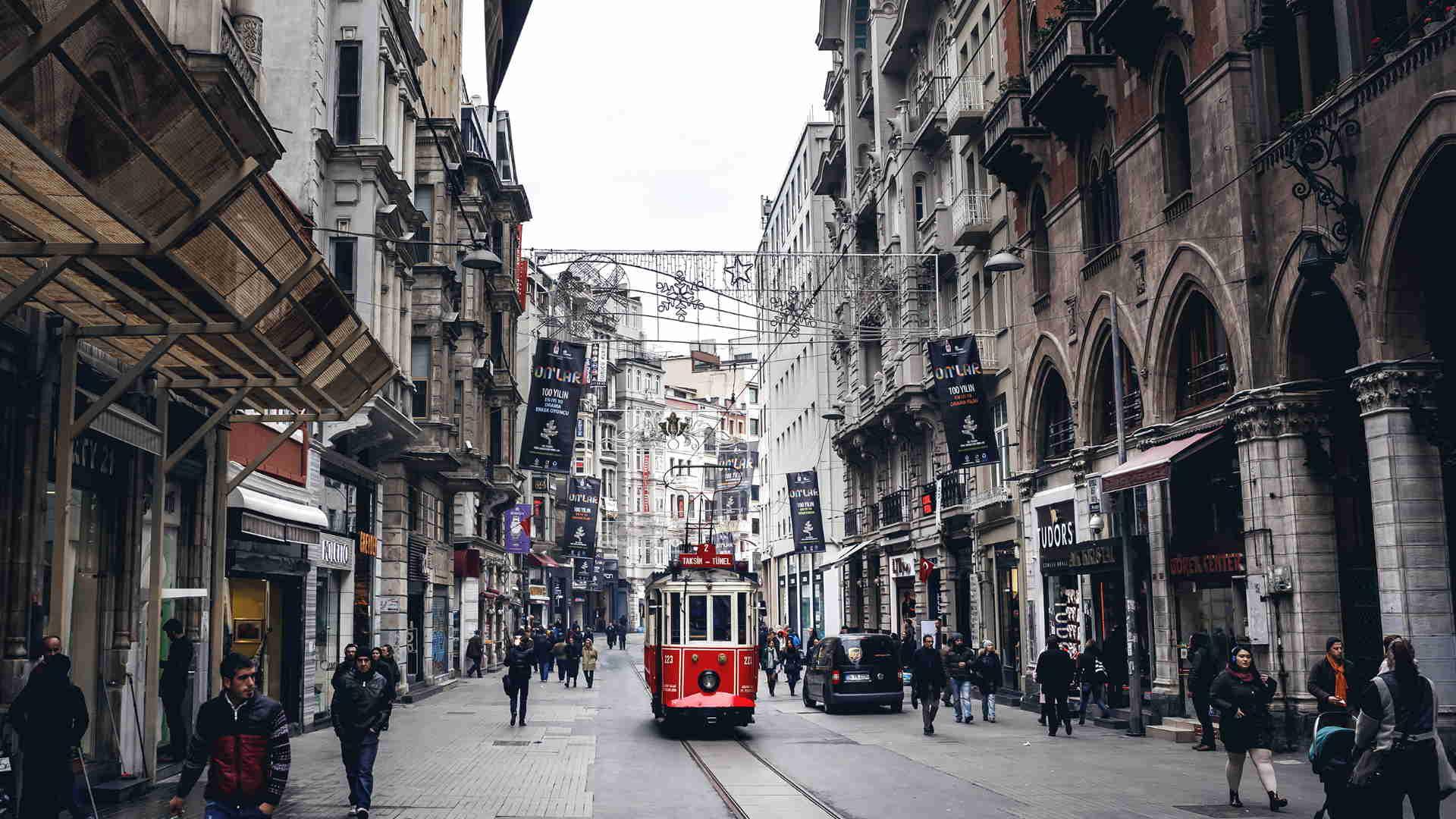 6- خیابان استقلال استانبول Istiklal Caddesi