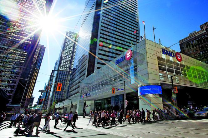 مردم شهر ونکوور در خیابان