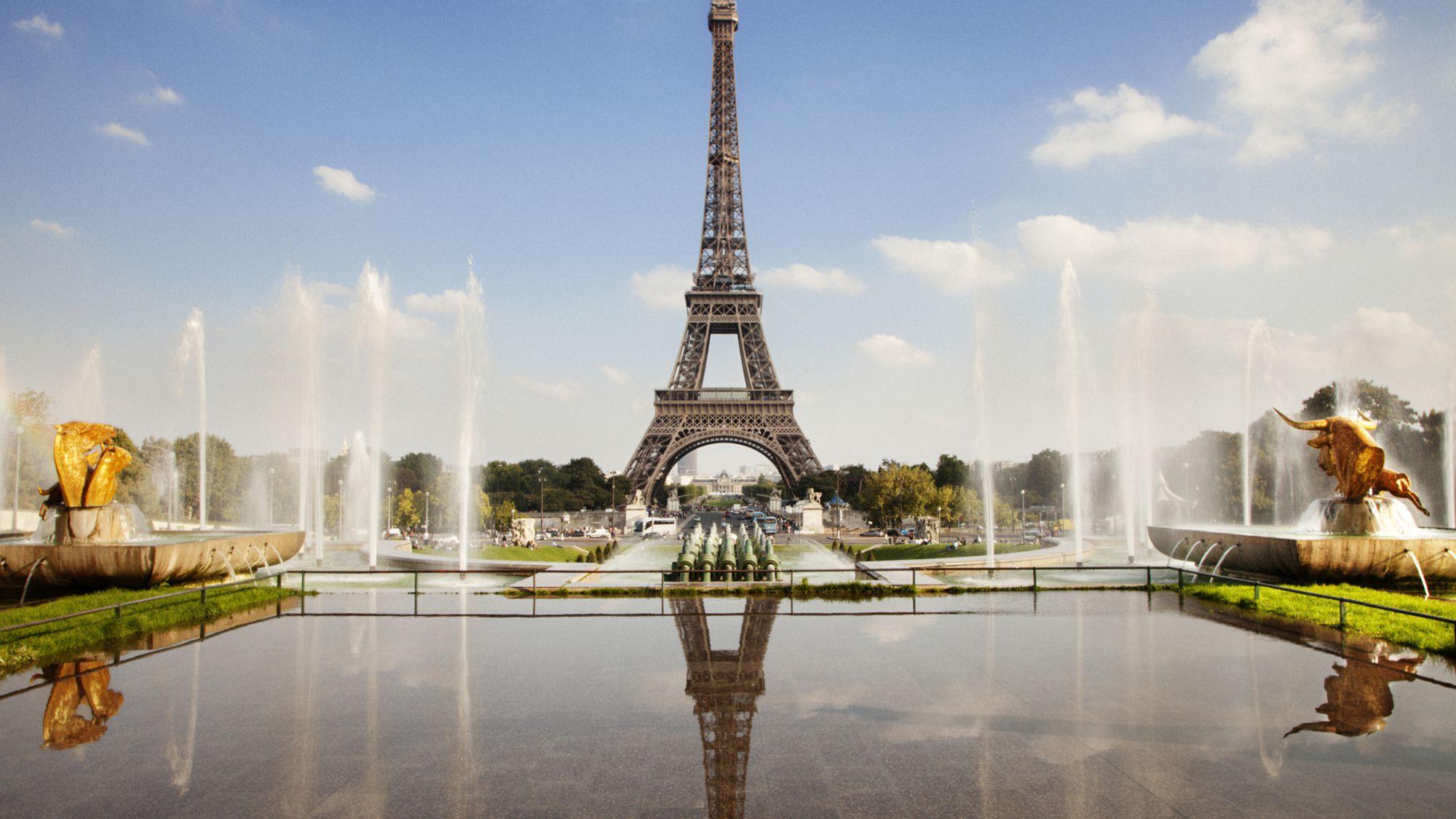 نمایی از برج ایفل در بهترین تورهای فرانسه