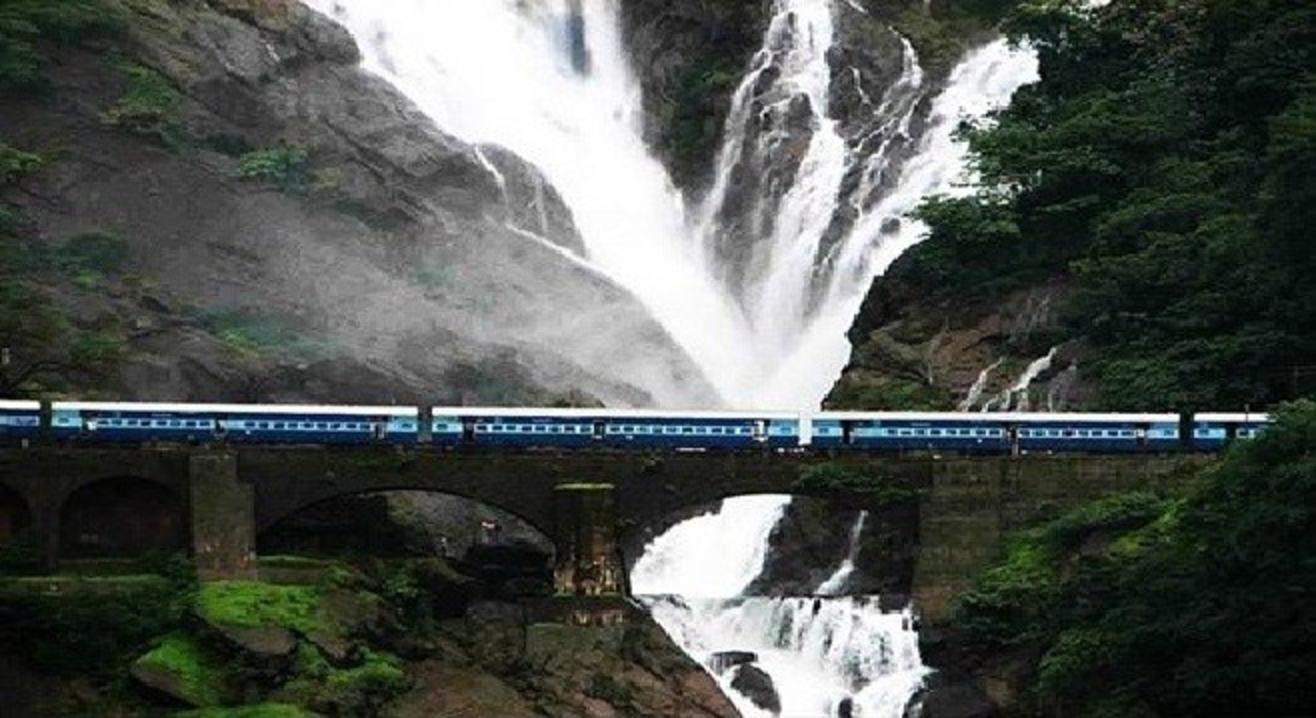 آبشار دودساگار از جاذبههای گردشگری گوا